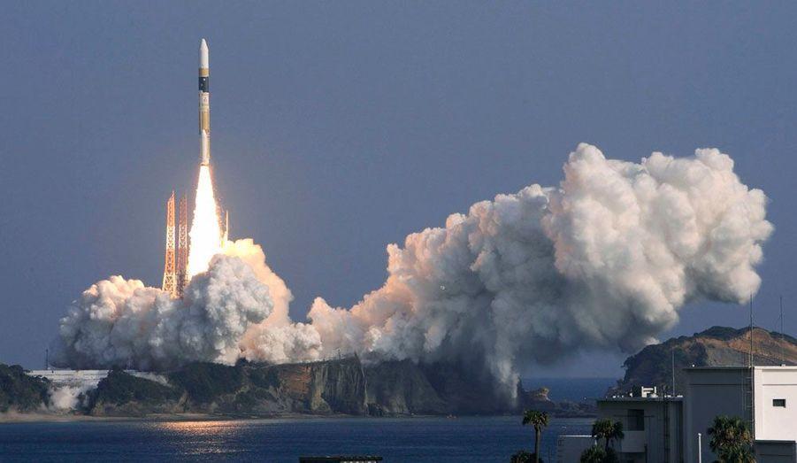 Au centre spatial de Tanegashima, à 1000 km au sud-ouest de Tokyo, le Japon lance sa fusée H-2A qui transporte un satellite espion.
