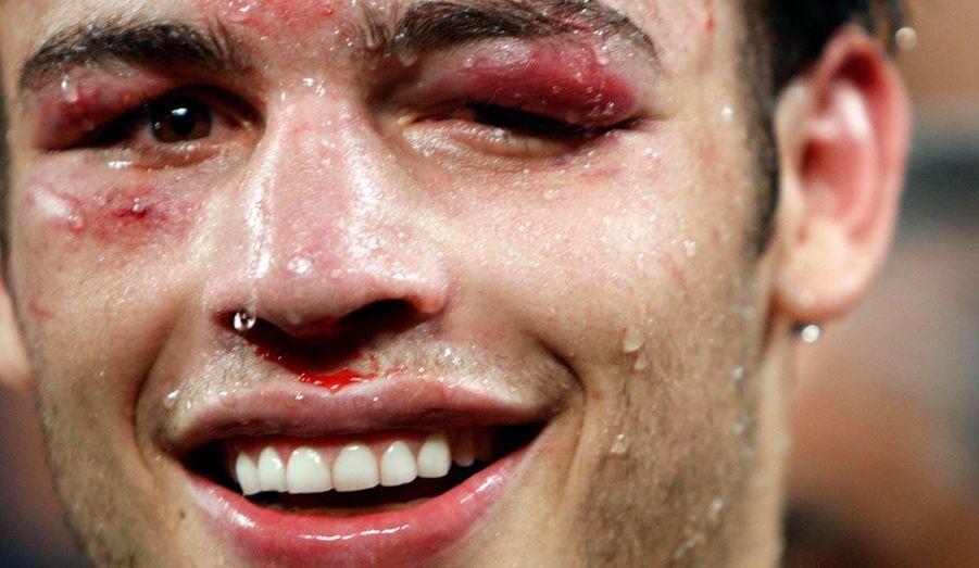 Le fils de l'immense champion mexicainJulio Chavez, le justement prénommé Julio Cesar Chavez Jr. garde le sourire malgré sa défaite face à l'Argentin Sergio Martinez, lors d'un combat pour le titre mondial disputé à Las Vegas, dans le Nevada