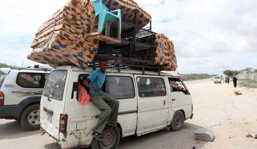 Ce résident parmi tant d'autres de la région d'Afgoye, située à 30 km de la Capitale Somalienne Mogadiscio, fuit sa maison après de fortes explosions dimanche soir. Afgoye est sur une liste de 10 villes somaliennes qui risquent de subir des frappes aériennes de l'armée kenyane qui mène campagne contre les insurgés.