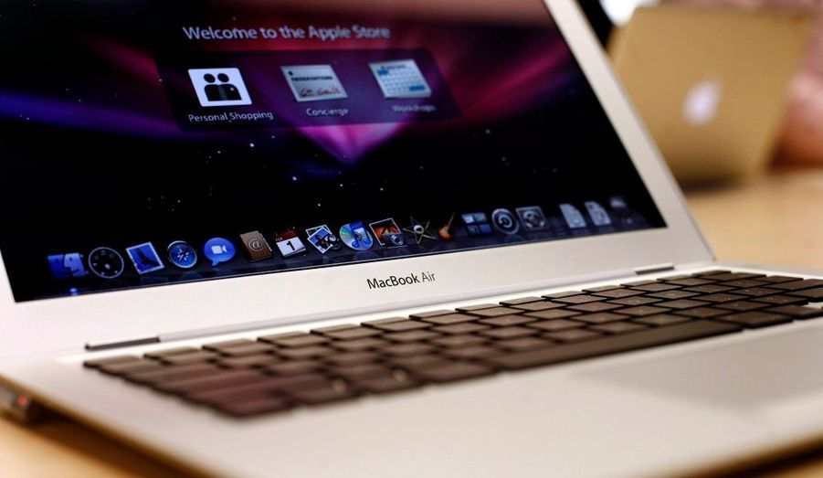 Le Macbook Air, l'un des ordinateurs portables de la marque, est lancé à San Francisco en 2008.