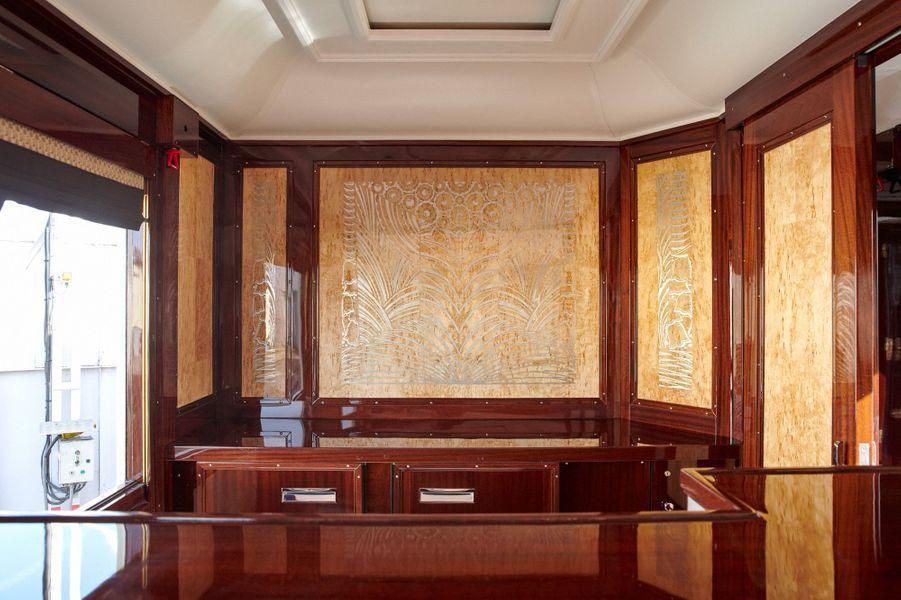 Ce panneau a été restauré par l'atelier d'ébénisterie d'art Philippe Allemand installé à Issoire.