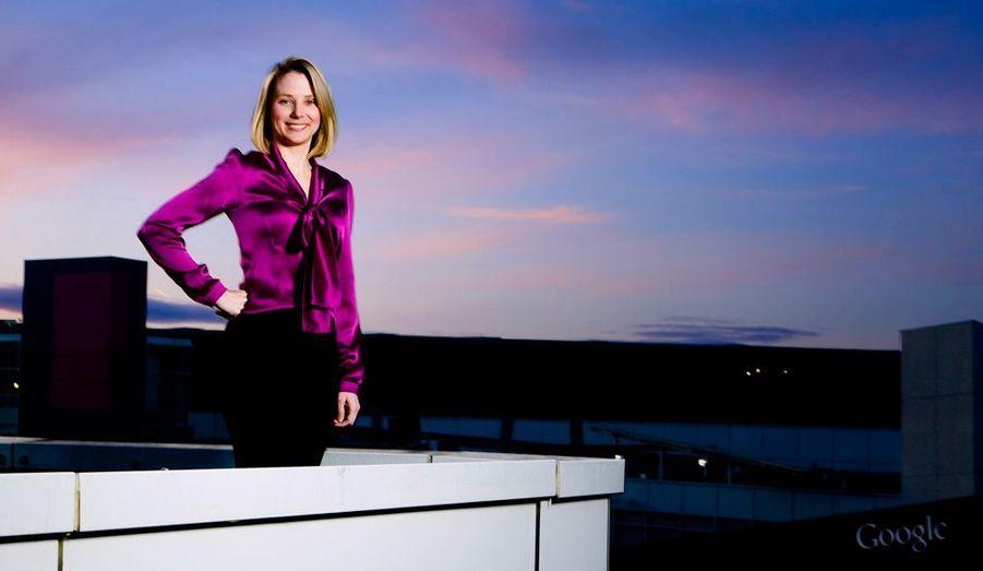 Marissa Mayer, 37 ans, venue de Google, prend la tête d'un autre géant du web, Yahoo!. Elle rejoint le cercle toujours restreint des femmes qui dirigent de grandes entreprises. Il y a trois ans, elle était parvenue aux sommets de l'empire Google, qu'elle avait rejoint en 1999, vingtième employée d'une petite start-up qui n'était pas encore la marque la plus célèbre de la web économie. Elle confiait à Match en 2009: «Quand j'étais petite, je voulais être médecin. Je faisais aussi de la danse, j'avais été pom-pom girl. Surtout, déjà, je travaillais beaucoup.» Désormais en charge de Yahoo!, elle aura fort à faire pour redresser une firme historique du secteur mais qui a peiné à trouver sa place aux côtés des nouvelles stars du moment, Facebook en tête.