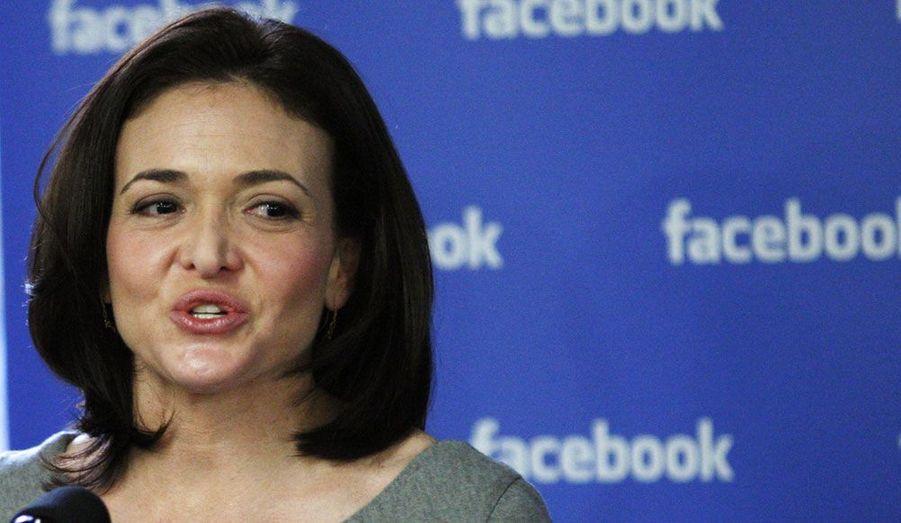 Si le célèbre Mark Zuckerberg est toujours le patron de Facebook, Sheryl Sandberg, 42 ans, tient les rênes de la société, avec la responsabilité des activités commerciales du réseau social.