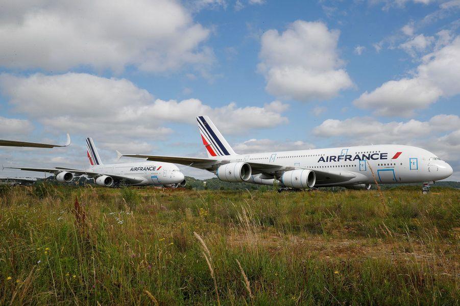 Le 19 juin, sur le site de l'entreprise Tarmac Aerosave à Tarbes (Hautes-Pyrénées), deux A380 d'Air France cloués au sol par la pandémie de coronavirus. Depuis le début de la crise sanitaire, l'activité de l'entreprise a explosé, selonFrance 3 Occitanie.