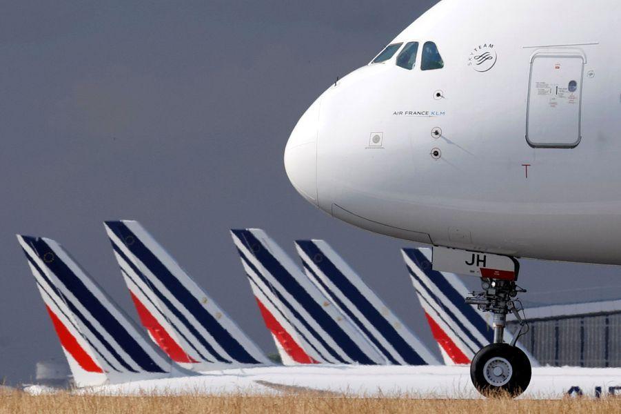 L'Airbus A380 d'Air France après son atterrissage, vendredi à Roissy.