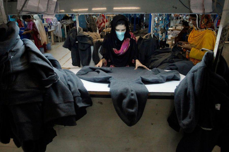 Au Pakistan, 38% des ouvriers de l'industrie travaillent dans le textile, qui représente plus de la moitié des exportations nationales.