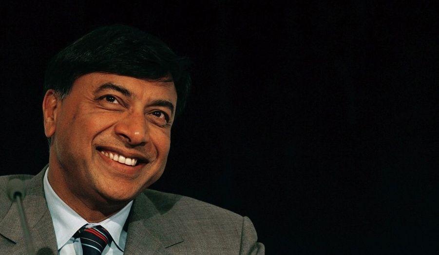 Juste derrière son homologue indien, Lakshmi Mittal est un homme d'affaires indien spécialisé dans l'industrie sidérurgique. Expert dans le rachat d'usines proches de la faillite, il les modernise et les restructure. C'est de cette manière qu'il se retrouve à la tête de la Mittal Steel Company, le plus gros producteur d'acier au monde. Suite au rachat d'Arcelor (maintenant Arcelor Mittal), il est considéré comme étant la plus grosse fortune du Royaume-Uni, fort d'un capital estimé à 28,7 milliards de dollars.