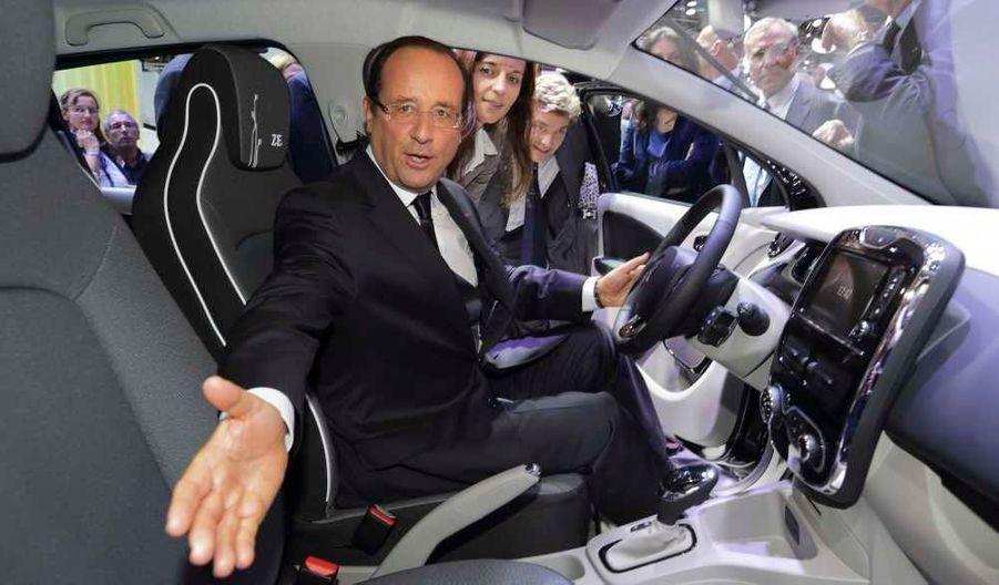 Le président a pris place dans la Zoé électrique.