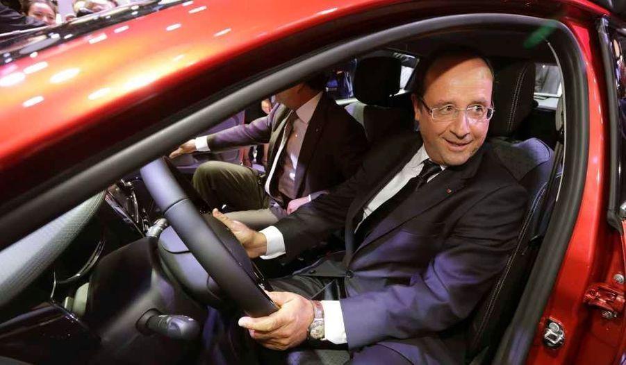 Il a ensuite essayé la Clio IV produite en partie à Flins (Yvelines).