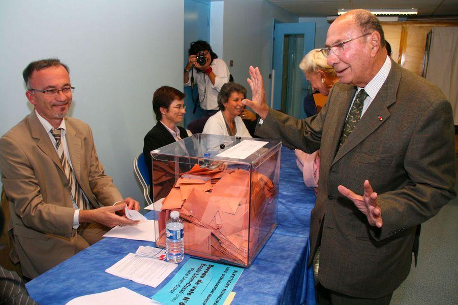 Septembre 2009 : déclaré inéligible, Serge Dassault vote dans sa ville de Corbeil-Essonnes.