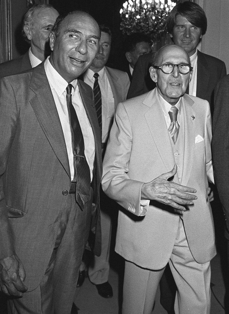Serge Dassault avec son père Marcel Dassault, dans les locaux de son hebdomadaire «Jours de France» en septembre 1985. Marcel fut lui aussi patron de presse.