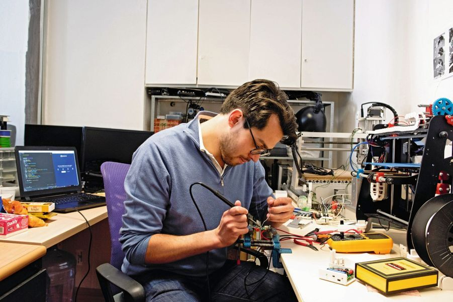 Pierre-Antoine Bastian, 29 ans, My RoboticsBidouilleur… de génie ! Cet ingénieur et physicien a créé un outil qui permet de capter les variations du goût. Le CNRS et des fondations ont déjà utilisé cet appareil destiné aux patients dont ce sens est modifié. Aujourd'hui, la fabrication entre dans la phase industrielle, mais Pierre-Antoine doit encore boucler sa levée de fonds.