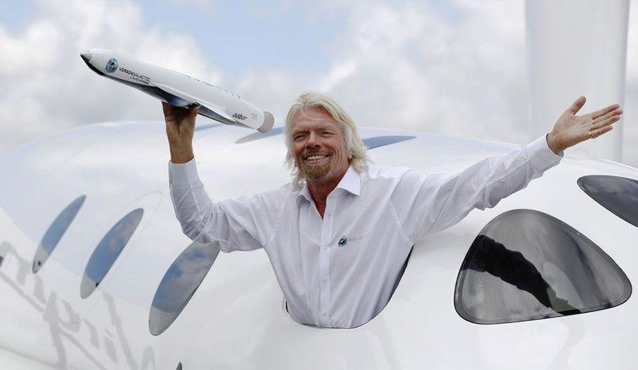 """Richard Branson, le PDG de Virgin, a revu ses ambitions spatiales à la hausse. Après avoir présenté son nouveau lanceur, """"Launcher One"""", qui emmènera de richissimes clients au-delà des cieux, il a annoncé son intention de se diversifier dans le lancement de petits satellites lors du salon aéronautique de Farnborough, en Angleterre."""