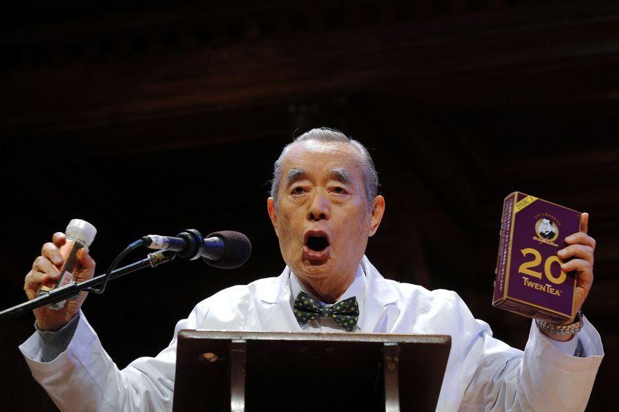 Le Dr. Yoshiro NakaMats, prix IG Nobel de nutrition en 2006