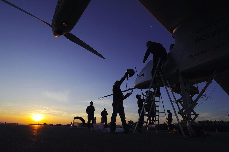 """Solar Impulse 2 arrivé en Chine malgré un vol """"éprouvant"""""""