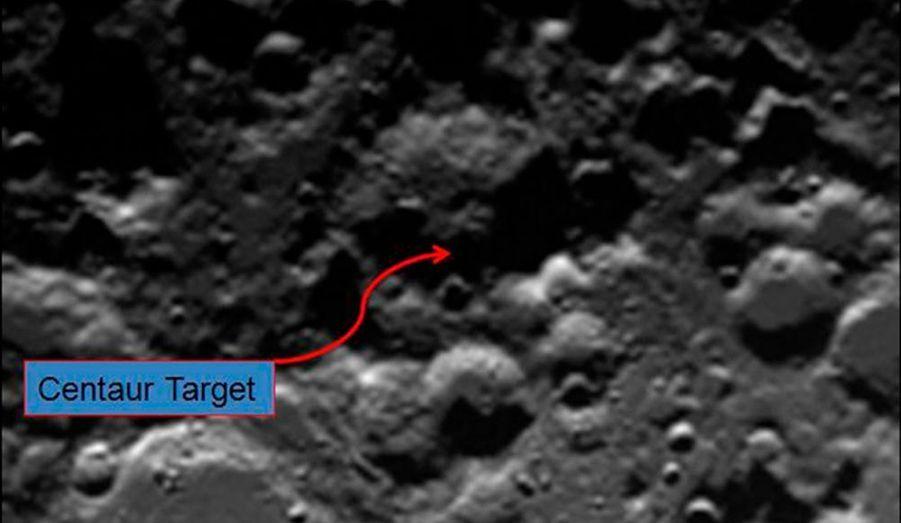 Une sonde de la Nasa qui s'est écrasé en octobre sur la Lune, a confirmé une importante quantité d'eau à l'état de glace. Elle a été décelée dans le mince nuage de poussière soulevé par la sonde LCROSS (Lunar Crater Observation and Sensing Satellite) au moment de son atterrissage. De signes de la présence d'eau y avait déjà été découverts par les sondes Clémentine (1994) et Lunar prospector (1999). La glace, qui pourrait dater de plusieurs milliards d'années, est susceptible d'apporter des précisions sur la formation du système solaire. Si elle est présente en quantité importante, elle pourrait alimenter une future base lunaire ou être exploitée dans le cadre de missions spatiales plus lointaines.