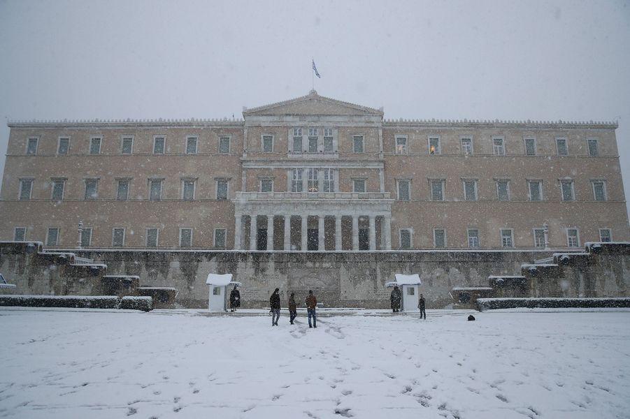 Devant le Parlement à Athènes.