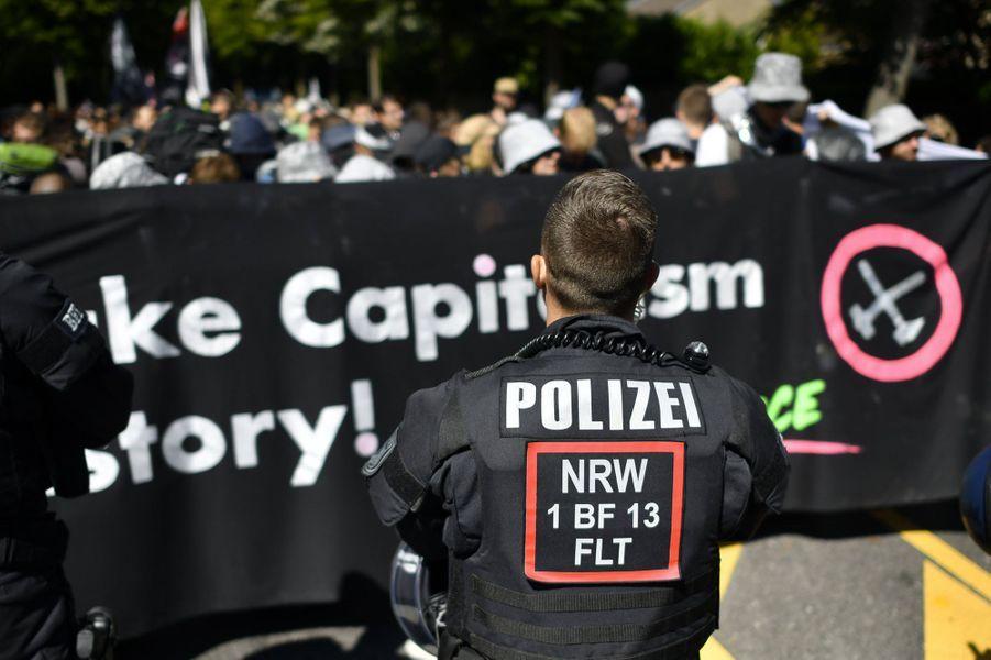 Venus de toute l'Europe et soutenus par de jeunes manifestants pour le climatFridays for Future, plusieurs milliers de militants anti-charbon se sont élancés vendredi matin pour tenter d'occuper la mine de charbonGarzweiler,dans l'ouest de l'Allemagne.