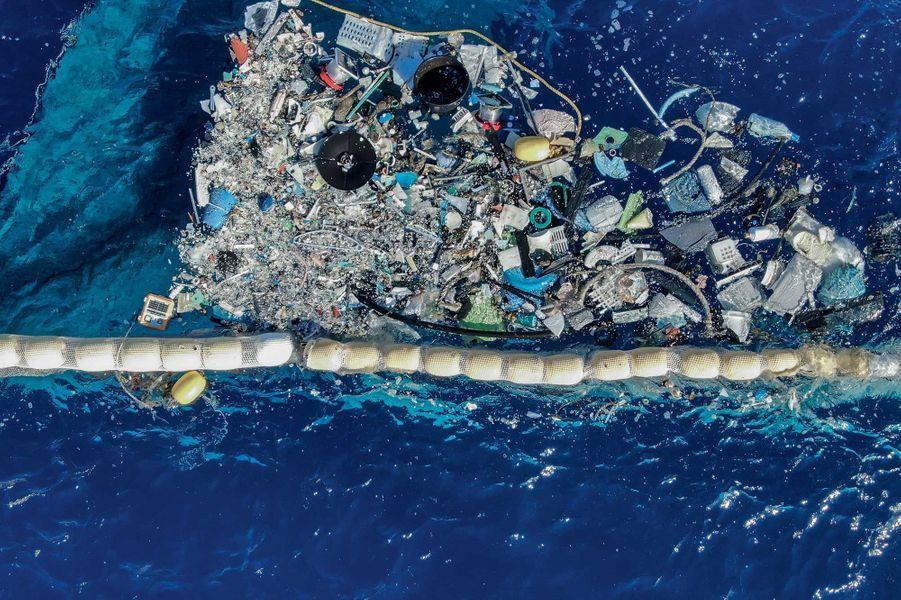 Jerricans, bouteilles, cintres, radios… et des kilomètres de filets de pêche sont arrêtés dans leur course.