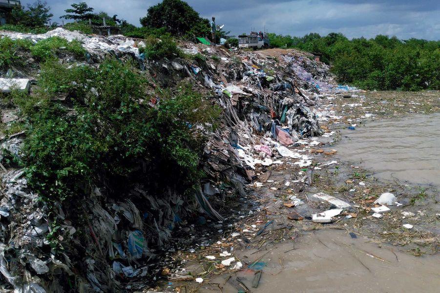 Les berges du Selangor, en Malaisie : une décharge publique.