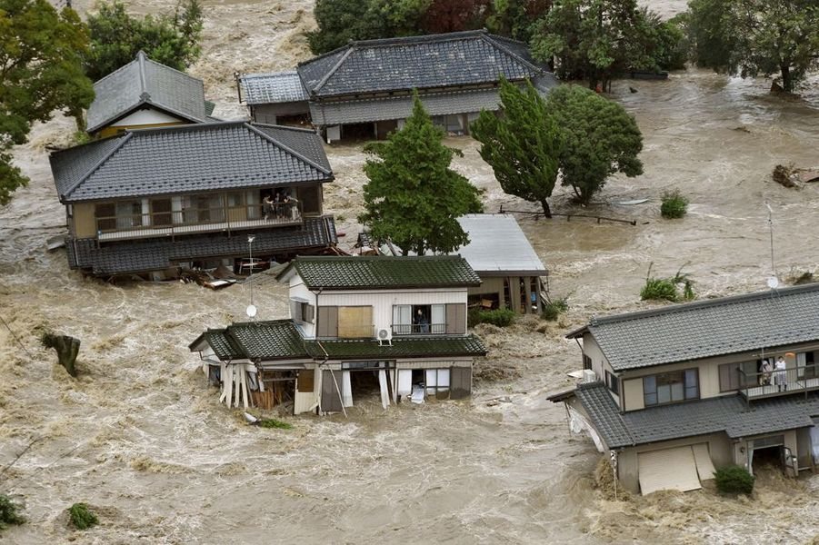 Avril 2015. Le typhon Etau s'abat sur le Japon