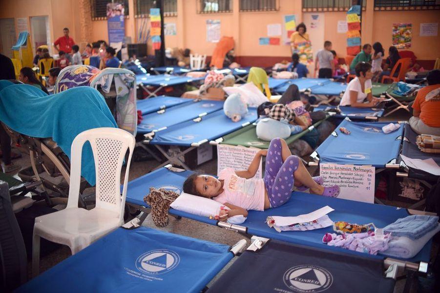 Octobre 2015. Evacués après un glissement de terrain à Guatemala City.