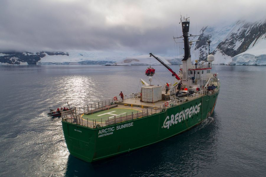L'Arctic Sunrise de Greenpeace.
