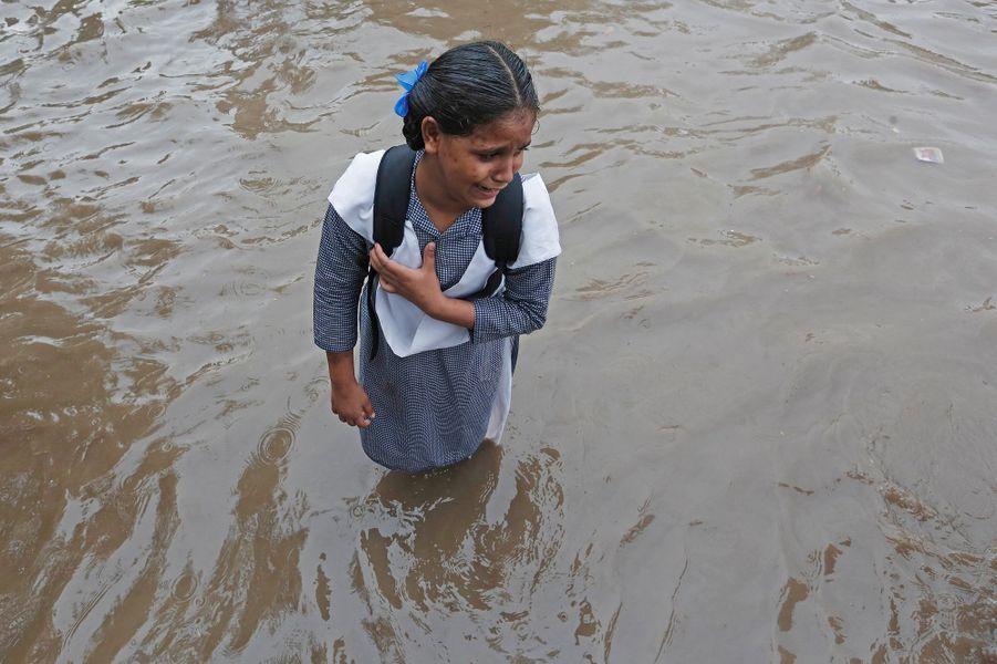 Une fillette en pleurs àNew Delhi.