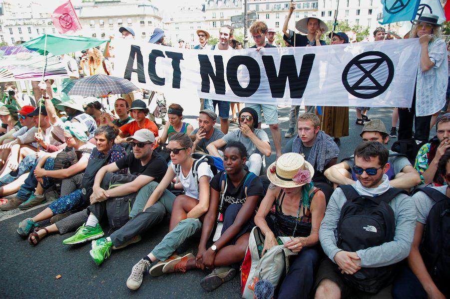 Militants écologistes gazés : enquête ouverte pour