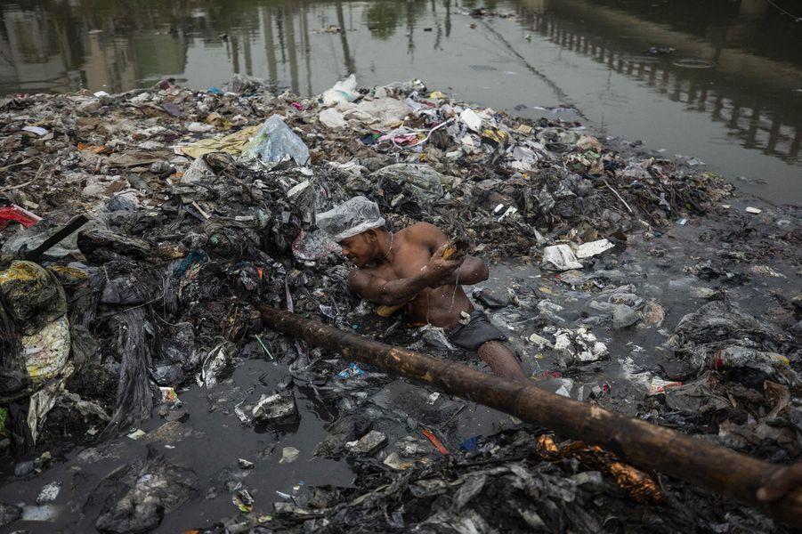 Dans une rivière au Bangladesh.