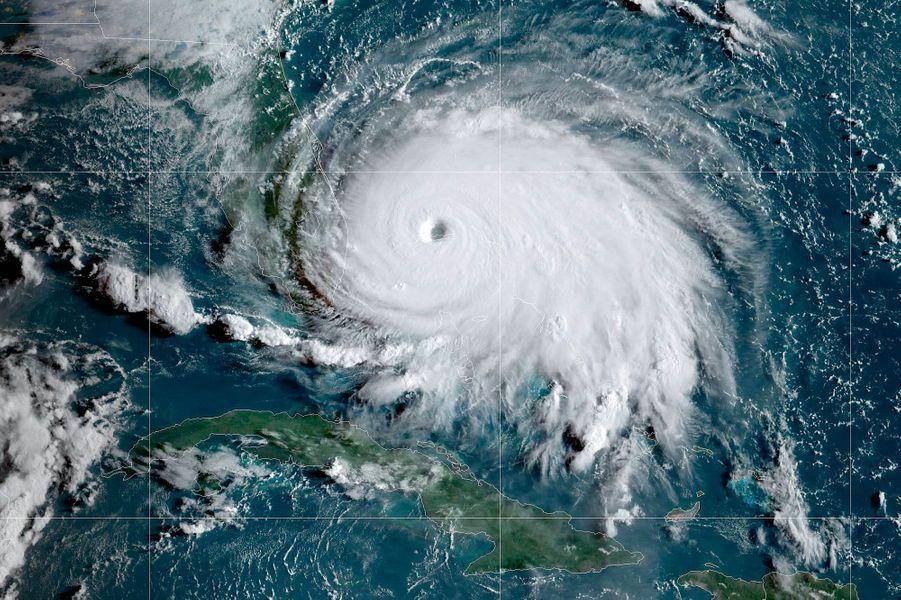 Vue de l'ouragan Dorian à 14h20 heure de Paris, lundi, depuis le satellite GOES 16, sur une image fournie par la NOAA.