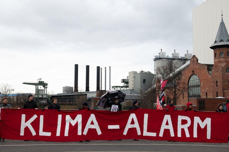 Une Marche pour le climat était organisé en France, notamment à Paris et dans de nombreuses villes européennes. Pied de nez à la communication présidentielle, le slogan «Fin du mois, fin du climat, même combat» était sur toutes les lèvres. Photo prise à Berlin.