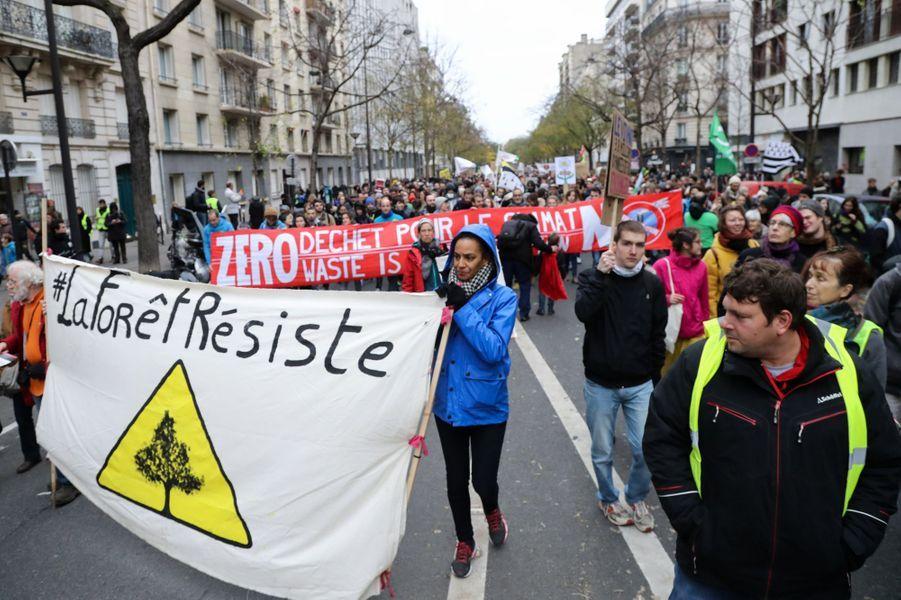 Une Marche pour le climat était organisé en France, notamment à Paris et dans de nombreuses villes européennes. Pied de nez à la communication présidentielle, le slogan «Fin du mois, fin du climat, même combat» était sur toutes les lèvres. Photo prise à Paris.