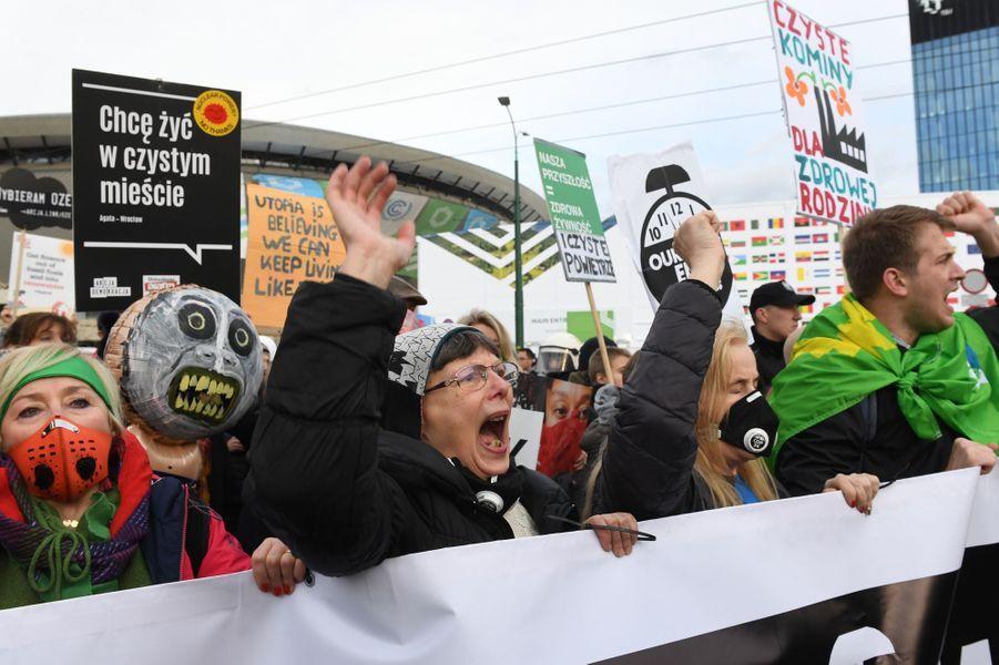 Une Marche pour le climat était organisé en France, notamment à Paris et dans de nombreuses villes européennes. Pied de nez à la communication présidentielle, le slogan «Fin du mois, fin du climat, même combat» était sur toutes les lèvres. Photo prise à Katowice.