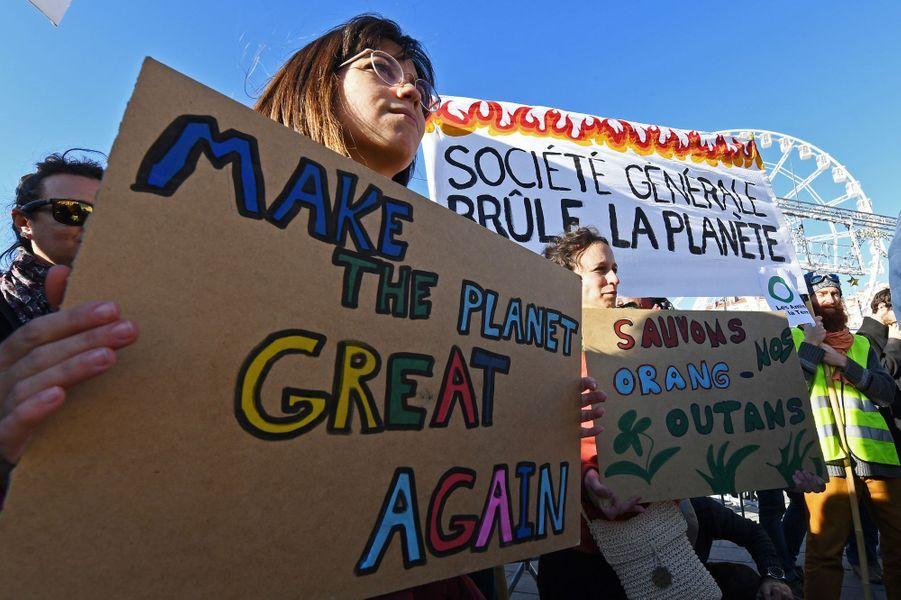 Une Marche pour le climat était organisé en France, notamment à Paris et dans de nombreuses villes européennes. Pied de nez à la communication présidentielle, le slogan «Fin du mois, fin du climat, même combat» était sur toutes les lèvres. Photo prise à Marseille.
