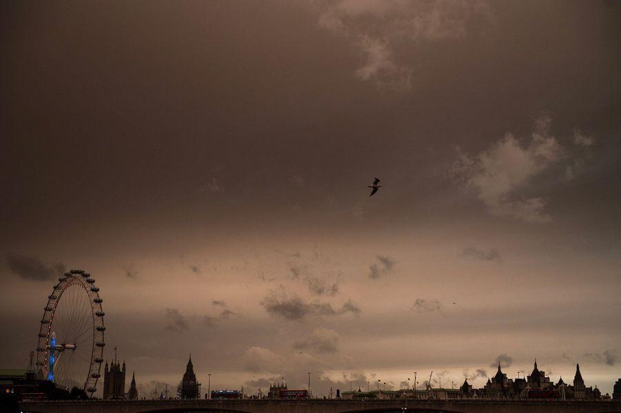 A Londres, le ciel était presque apocalyptique.