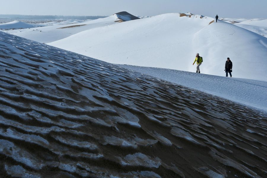 Le désert de Badain Jaran sous la neige.