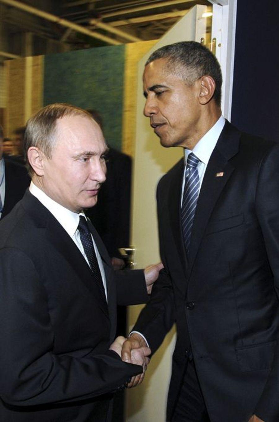 Le président russe Vladimir Poutine et le président des Etats Unis Barack Obama ont un échange plutôt froid