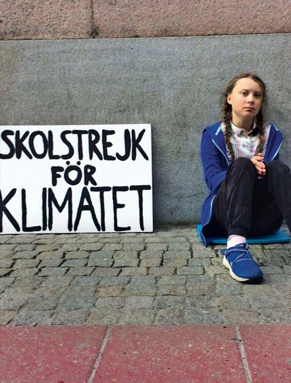 Le 20 août 2018 : elle se met en grève devant le Parlement de Stockholm
