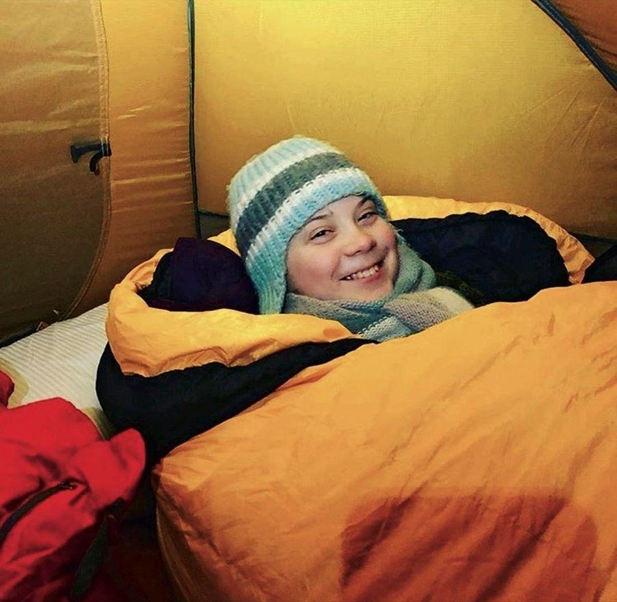 Greta dort dans la tente du camp de base arctique, le 23 janvier, à Davos, où des scientifiques donnent des conférences sur le climat.
