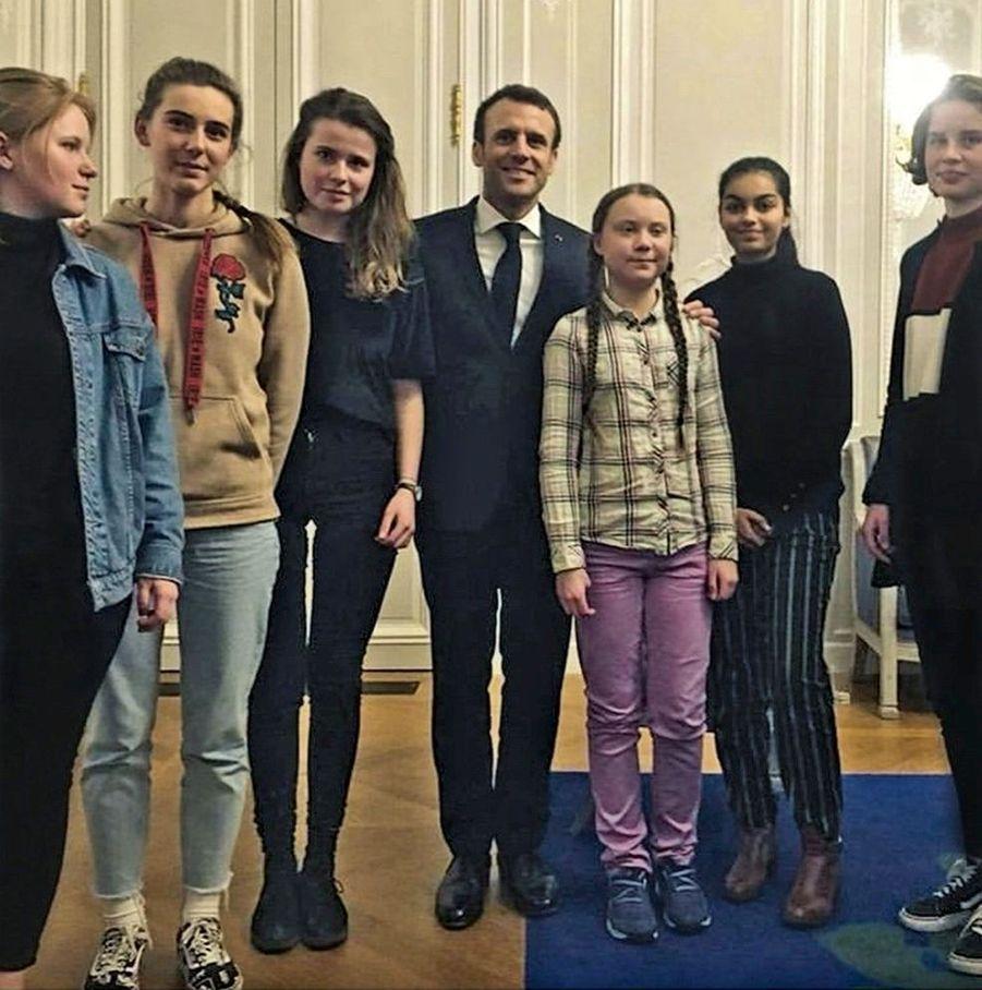 Le 22 février, Emmanuel Macron reçoit Greta et d'autres jeunes Européens à l'Elysée.