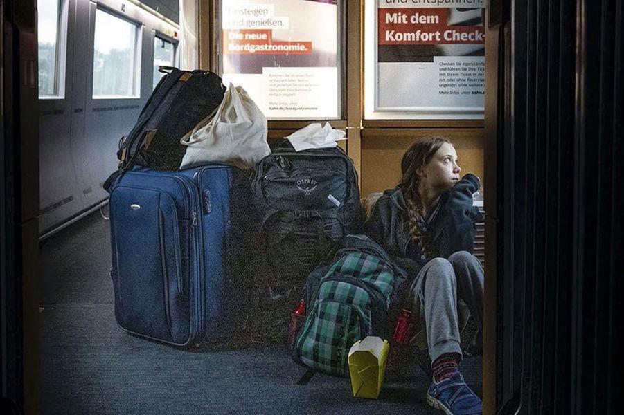 Après la Cop, retour de Madrid à Stockholm par le rail. Sur ce tronçon allemand, elle attend qu'une place se libère.