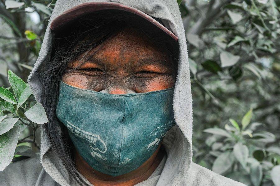 Les habitants de Karo doivent composer avec le coronavirus et les éruptions fréquentes du Sinabung.