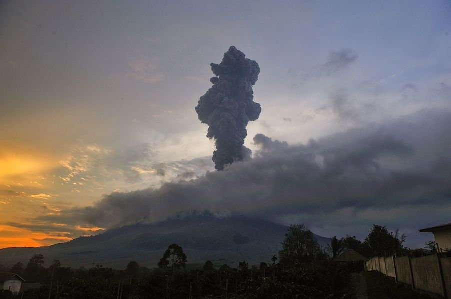 Le mont Sinabung.