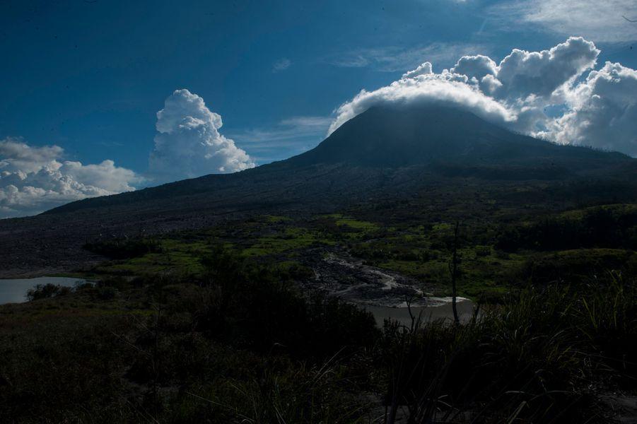 Le Sinabung, au nord ouest de l'Indonésie.