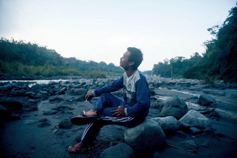 Un habitant de Karo avant son bain dans la rivière Borus.