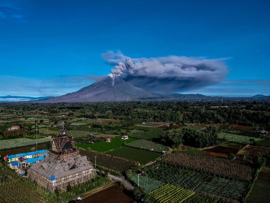 Le Sinabung depuis Karo au nord du Sumatra.
