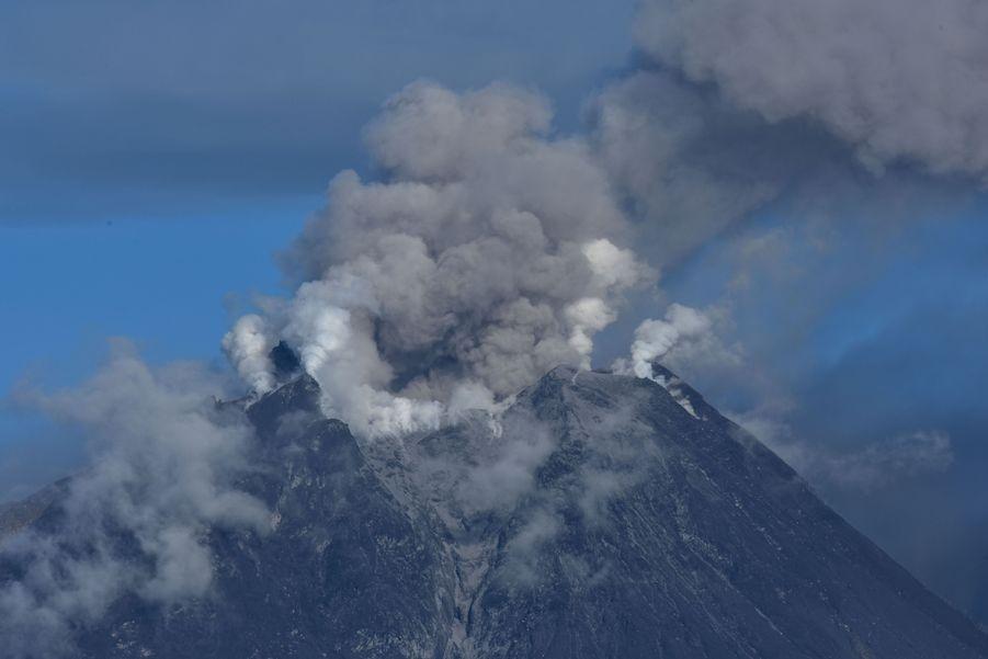 Au moins 4 éruptions en 15 jours pour le Sinabung.
