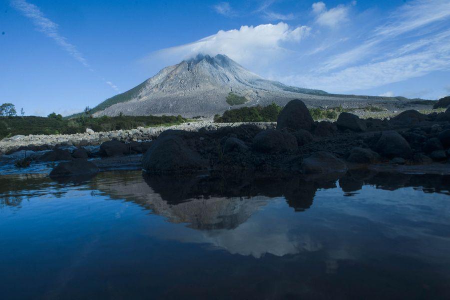 Le volcan Sinabung est entré en éruption le 10 août 2020.