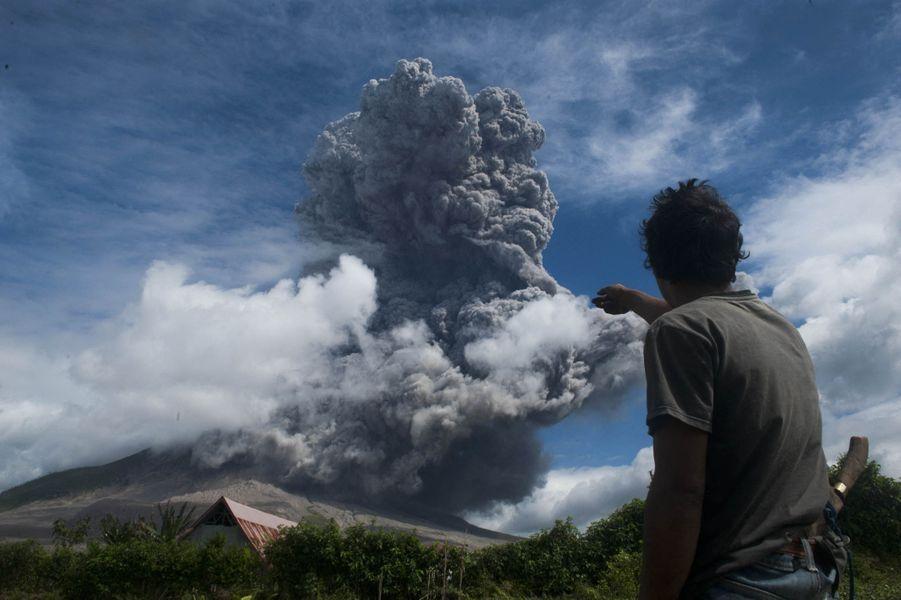 Des coulées de lave pourraient déferler sur les flans du volcan.